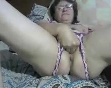Mature Russian slut with big wet cunt on cam